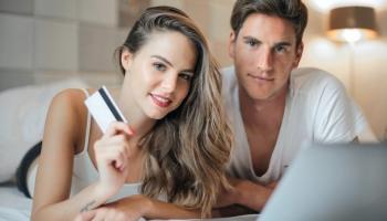 Pinigų perlaidos į užsienį: 5 greičiausi ir geriausi būdai